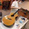 備品ギターメンテナンス中です♪