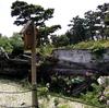 浜寺公園バラ庭園のトイレ横にある木造船と砂浜?【大阪府堺市西区】