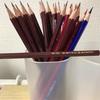 大量の鉛筆を用意