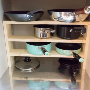 【賃貸DIY】シンク下に置く、フライパンと鍋のミニ収納棚を作ったよ!安くて使いやすくて満足です