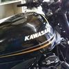 #バイク屋の日常 #カワサキ #Z900 #エンブレム交換 #タンク #気を遣う