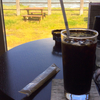 海を眺めながらの至福のアイスコーヒー