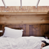 熟睡できる方角は?古代エジプトの大神官が解き明かす「北枕」の効用『イニシエーション』より