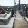 ムーミン、吊橋を渡る