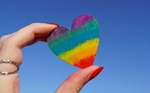 LGBTなど多様な性の英語表現:敬称や代名詞はどうする?注意点は?