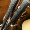 < グレーのシェットランドウールでつくる手紡ぎ毛糸STEP 3> 紡ぎ車での作業が終わり、毛糸を「かせ」にしました