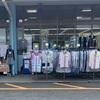 スーパーの前にある洋服屋に対する違和感