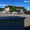 富岡市、額部公民館前庭の白ポスト