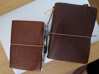 持ち出しの便利さから、トラベラーズノートのパスポートサイズも常用してみることに