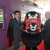 「くまモン」車両発車、復興支援するモン 京福電鉄・嵐山線