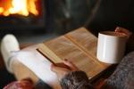 あの福沢諭吉も夜に読んでいた!? 「夜の読書」がもたらすメリットがすごい。
