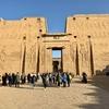 エジプト エドフ ホルス神殿(エドフ神殿) 観光、保存状態良好な神殿 敵討ちの壁画 カバが可哀想...