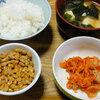 今日の食べ物 朝食に納豆とキムチ