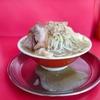 ワシワシ麺、と非乳化のスープがウマい本格二郎系!「ラーメン」@麺でる 田園調布本店in東京都大田区