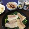 単身赴任自炊 スキレットで小松菜と豚肉の蒸し料理 桃屋のさあさあ生七味唐辛子添え←長すぎ