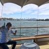 シドニー湾をクルージング。