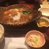 三四郎イチオシの「チキンかあさん煮定食」を食べる