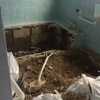 3階の「天然温泉 掛け流し 室内 岩風呂」熱海温泉ハウス。13年前に自己「リノベーション」したビフォー/アフター浴槽です。湯温は60℃弱。効能「温泉分析書」も掲示してあります。