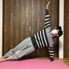 ヨガの横向きの板のポーズ(サイドブリッジ)でくびれを作ろう:効果とやり方