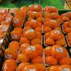 奈良の直売所で激安の柿を買う