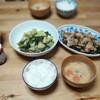 今日も適当献立の夕飯、中華といえば中華。