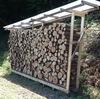山の家で薪作り