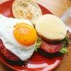 ボロニアソーセージと目玉焼きのソーセージエッグマフィンサンド【朝食】