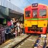 【タイ】線路ギリギリまでせり出す市場 JTBツアー