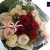結婚式場へお祝いの花束をお届け