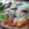 ホームベーカリーを持っているなら、手作りするとコスパのよいもの・・・それはピザ。