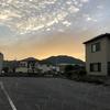 先日の日曜日、武田山、沈みゆく夕日を浴びて輝いています。西の空は晴れています。