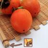 物撮り:熟し柿。その前に篭の綿埃はどうなんだ…