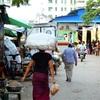 マンダレーの市場は東南アジア感がすごくて、面白い。