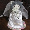 花嫁は長きレースの裾を曳き