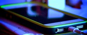 「話題のスマホ」という隠語から iPhone を忖度させる携帯キャリアCM