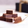 《お菓子とデザイン》ザ・スイスのミルクチョコ「スイスヴィラーズ レッドボックス」は、どこまでもスイスなモチーフで