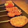 居酒屋:【旅グルメ静岡】炙り肉寿司と串揚げが堪能できる居酒屋|串揚げと肉炙り寿司 KUSHIEMON 静岡本店