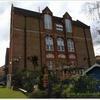 ロンドンのある小学校の校庭が狭くて残念。子供にはもっとスペースが必要では?