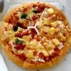 ★今日のピザはピザハットの「ハーフ&ハーフ」(マルゲリータ+ハワイアン)。
