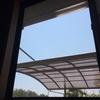 窓を開けるのも仕事です。