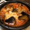 8月13日【昼のソト飲み】ビヤレストラン ミュンヘン、オニオンスライス、冷しトマトのサラダ、茄子とエリンギのトマトチーズオーブン焼。