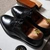 登校前に靴磨き