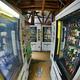 秋葉原駅から徒歩5分のヤバい「自販機コーナー」、馬肉を喰って人生を駆け抜けよう。