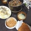 もつレバー煮込み、キャベツ塩昆布、味噌汁