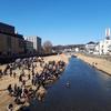 「さけの赤ちゃん放流会」が開催されました。イベントを主催した「本町」は、かつて「京町」と呼ばれていたというお話も。