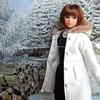 白いコートのmomokoなの 【momokoDOLL 冬のバス停】