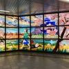 アストラムライン本通駅改札口出ましたところの「夕凪の街 桜の国」のステンドグラスです。