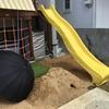 子供が遊べる庭づくり。ウッドデッキにすべり台を取り付けました。