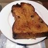 雨の日、志津屋(SIZUYA)烏丸御池店でバターたっぷり、ぶとうパントーストのモーニングです。