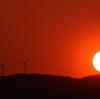 風車と日没